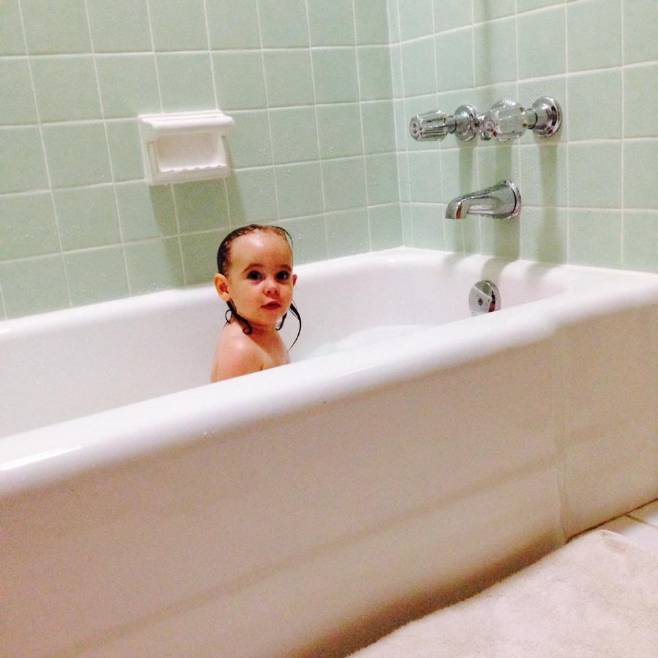 Elisa in the bathtub